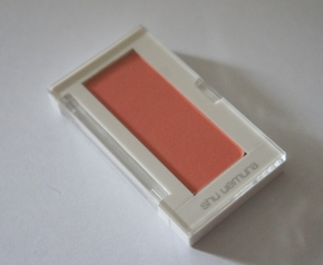 Shu Uemura Glow On blush medium peach 560