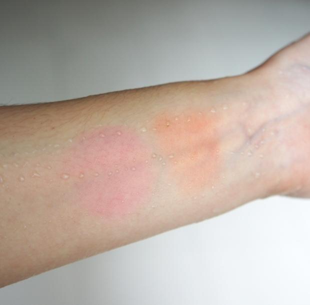 Swatches - YSL Creme de Blush in 4 Bright Coral and 5 Fuchsia Temptation